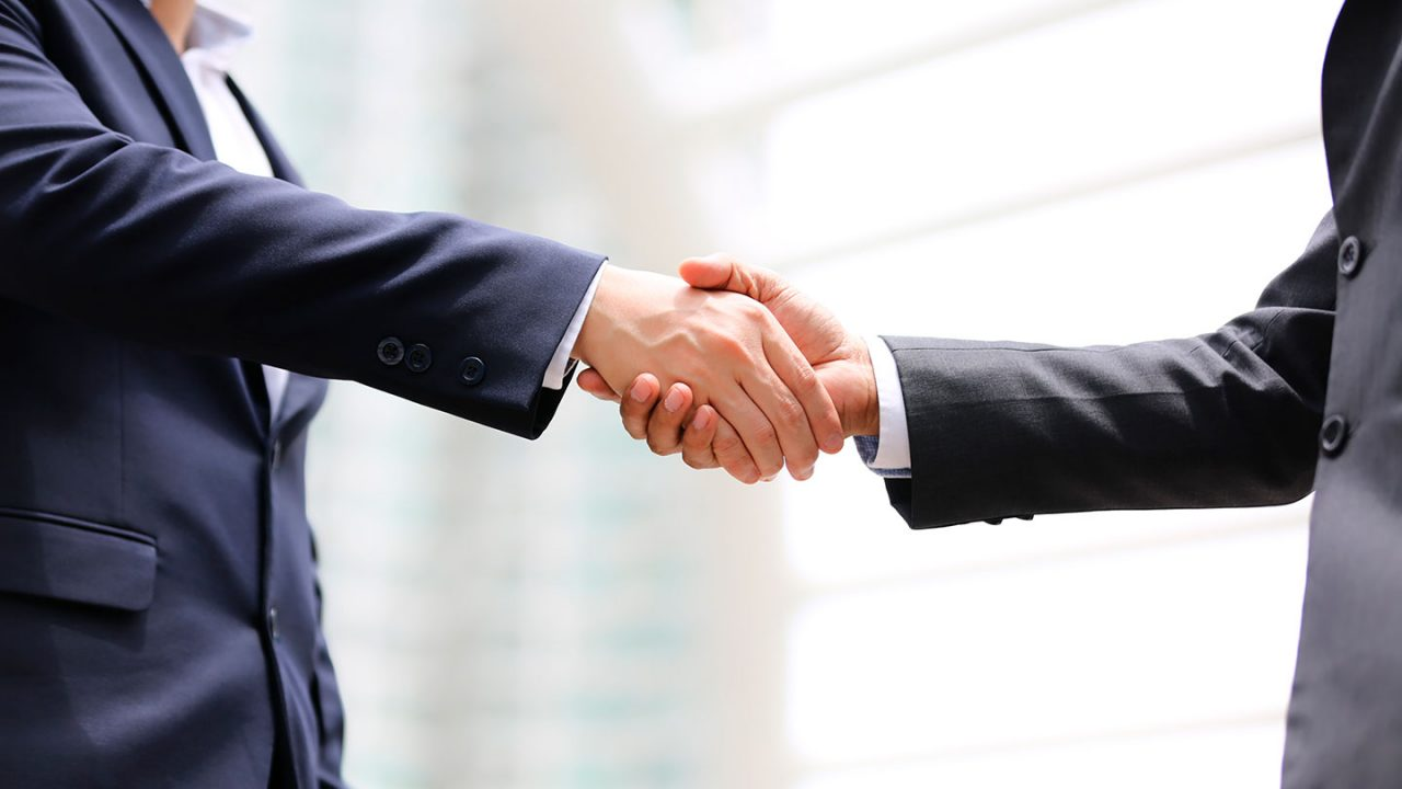 handshake-of-two-men-in-business-suits-partnership-deal-teamwork-team-successful-male-cooperation_t20_Lz4n2a